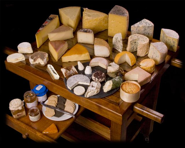 Как выбрать вкусный и полезный сыр?