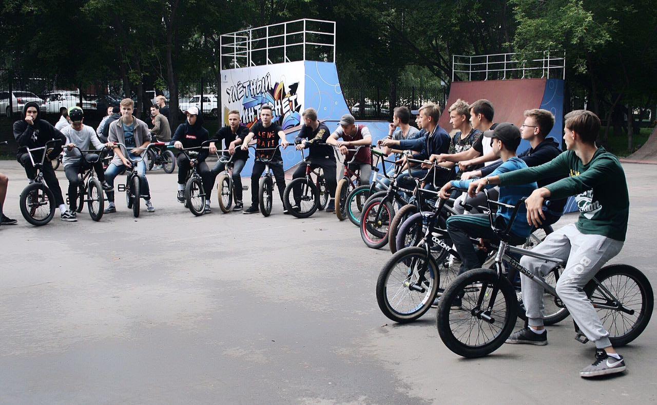 «Ростелеком» принял участие в праздновании Дня физкультурника и помог открыть площадку для экстремальных видов спорта в Барнауле